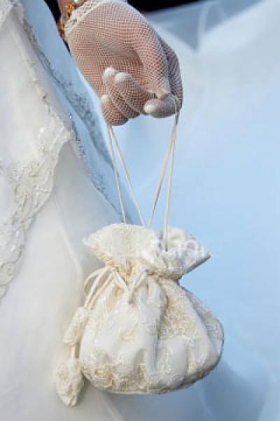 Что положить в свадебную сумочку невесте?