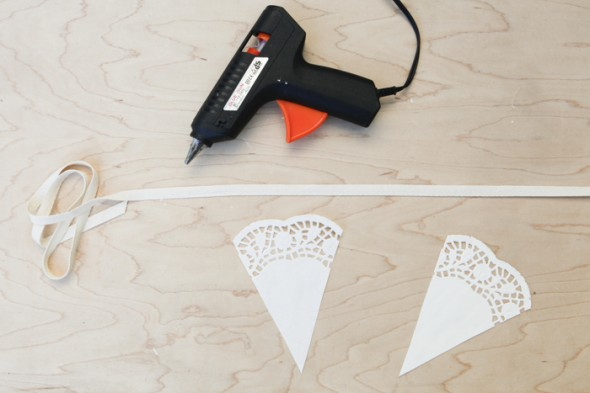 svadebnaya-girlyanda-iz-salfetok-7 Мастер класс: свадебная гирлянда из бумажных салфеток
