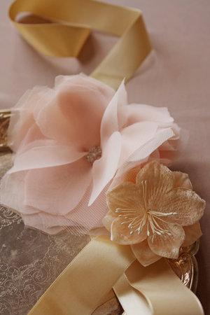 tkanevyj-tsvetok-dlya-svadebnogo-dekora-2 Мастер класс: тканевый цветок для декора свадьбы