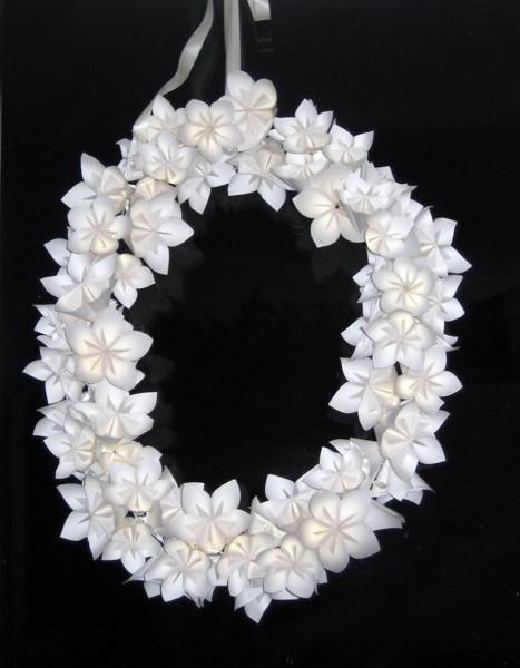 venok-iz-bumazhnyh-tsvetov10 Мастер-класс: декор из бумажных цветов для украшения свадьбы