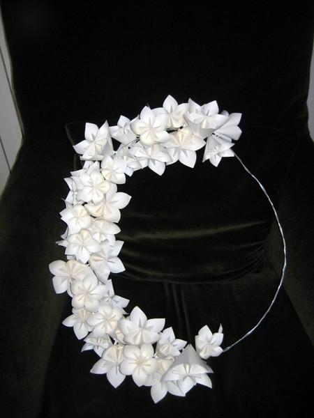 venok-iz-bumazhnyh-tsvetov9 Мастер-класс: декор из бумажных цветов для украшения свадьбы