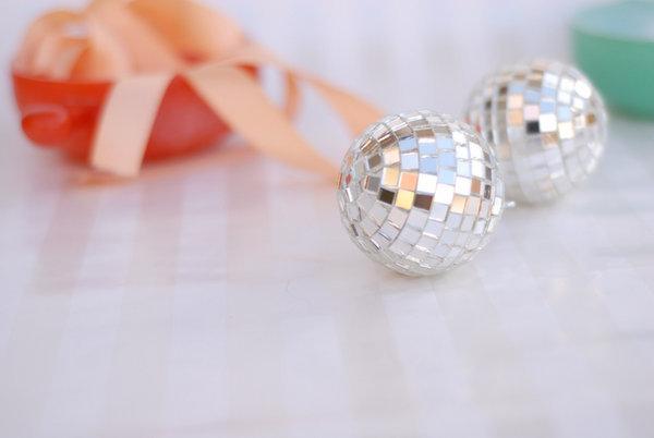 zerkalnyj-shar-dlya-dekora-svadebnyh-podarkov-1 Мастер класс: зеркальный шар для  свадьбы своими руками.