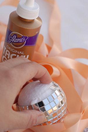 zerkalnyj-shar-dlya-dekora-svadebnyh-podarkov-7 Мастер класс: зеркальный шар для  свадьбы своими руками.