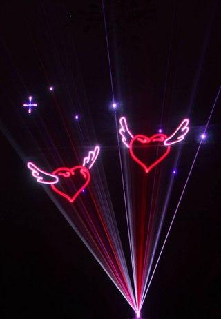 Лазерное шоу – залог оригинальной свадьбы