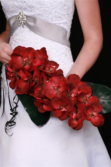 75131243_orchidweddingbouquets1 Букет невесты в красных тонах, какой выбрать?