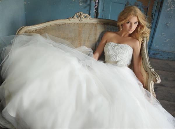 95dae200-f7e2-40e5-a7b3-ee69b38556ee Свадебные платья Alvina Valenta