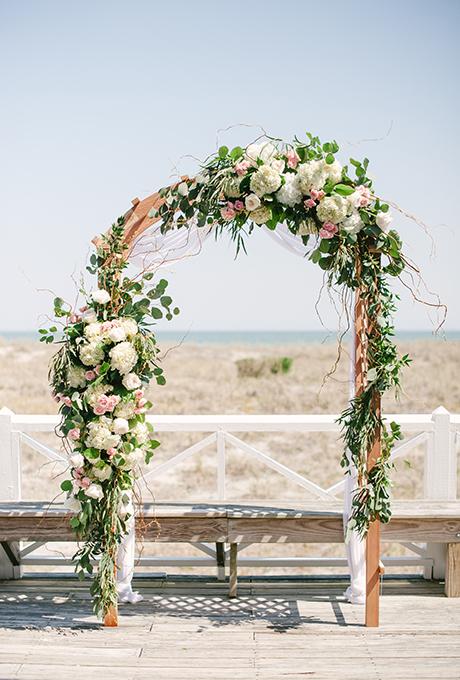 Kak-ukrasit-altar-dlya-vyezdnoj-registratsii2 14 лучших идей для оформления выездной регистрации брака