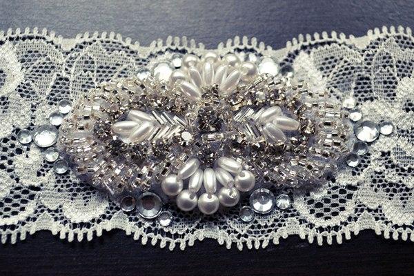 dragotsennaya-podvyazka-dlya-nevesty-3 Мастер класс: подвязка для невесты, украшенная стразами