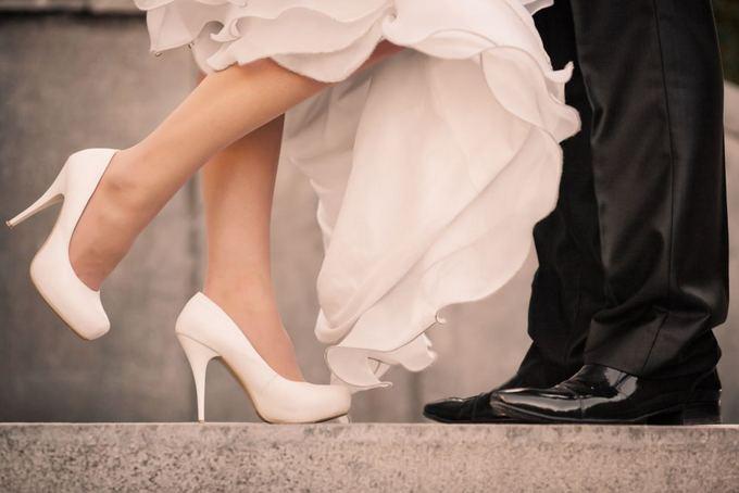 jis-ir-ji-517118292869f Как разносить обувь перед свадьбой