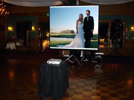 proektor-na-svadbe Свадебный конкурс: «Киногуру»