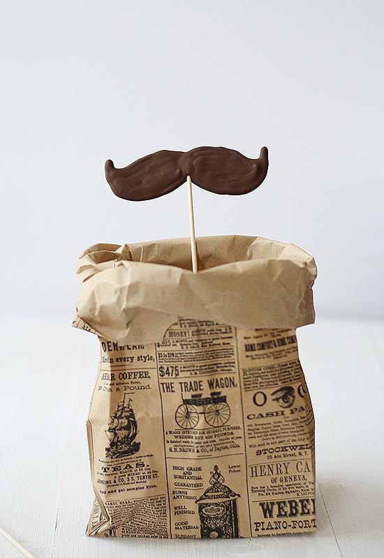 Мастер-класс: шоколадные усы