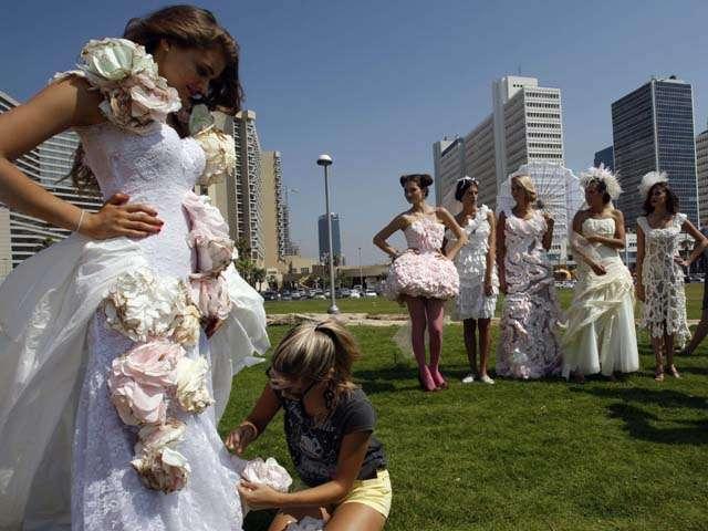 svadebnoe-plate-iz-tualetnoj-bumagi Свадебный конкурс: «Платье для невесты»