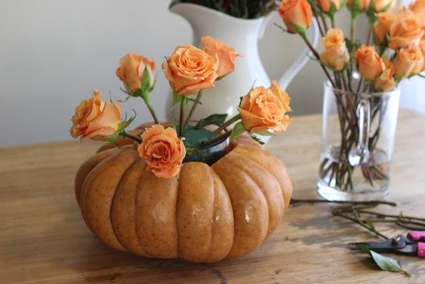 vaza-na-svadbu-iz-tykvy-2 Декор для осенней свадьбы: ваза с яркими цветами из тыквы