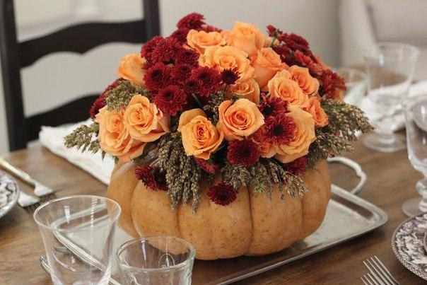 vaza-na-svadbu-iz-tykvy-3 Декор для осенней свадьбы: ваза с яркими цветами из тыквы