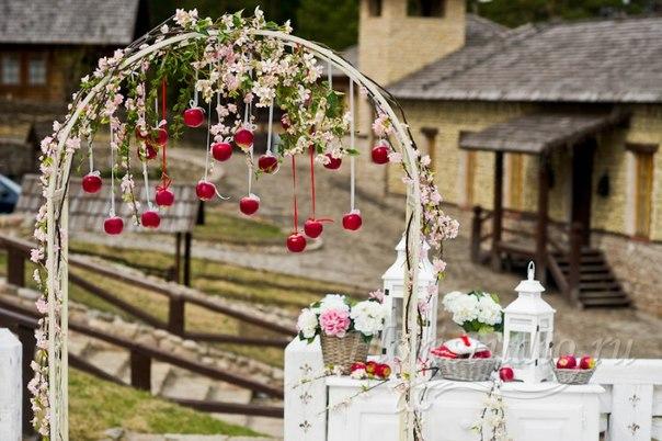 wLUnxHK-eHU Сочная свадьба в яблочном стиле