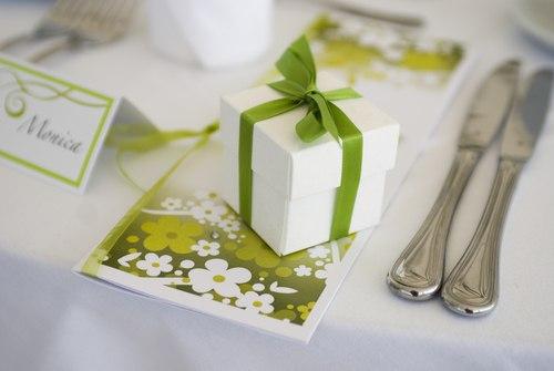 zelenye-podarki-dlya-gostej Свадьба в зеленом цвете
