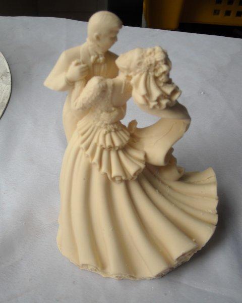 figurki-iz-belogo-shokolada-dlya-podarko Шоколадные фигурки в подарок гостям
