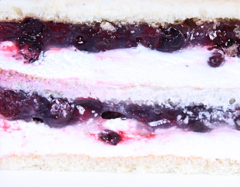 jogurtovaya-nachinka Топ-3 классических начинок для свадебного торта