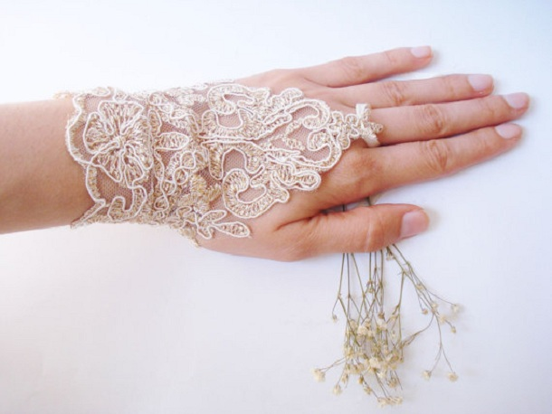 kruzhevnye-perchatki-na-svadbu Свадебные перчатки для невесты, какие выбрать?