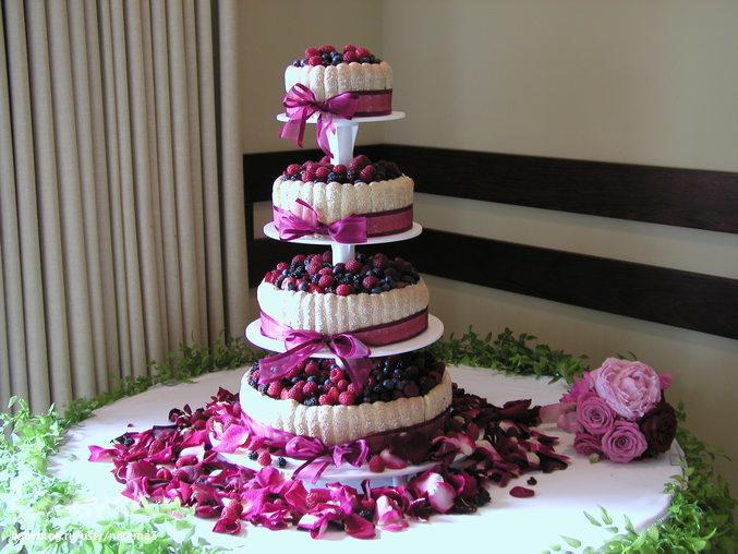 Многоярусные свадебные торты: особенности выбора и заказа