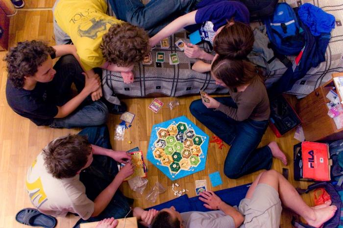 Настольные игры для девичника или мальчишника