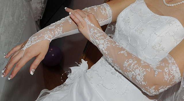 perchatki-na-svadbu Какие бывают свадебные аксессуары для невесты