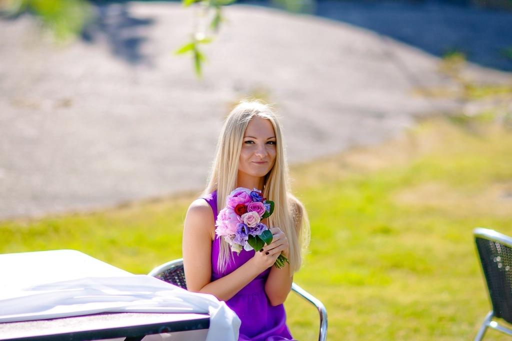 Подружка невесты – хороший помощник на свадьбе