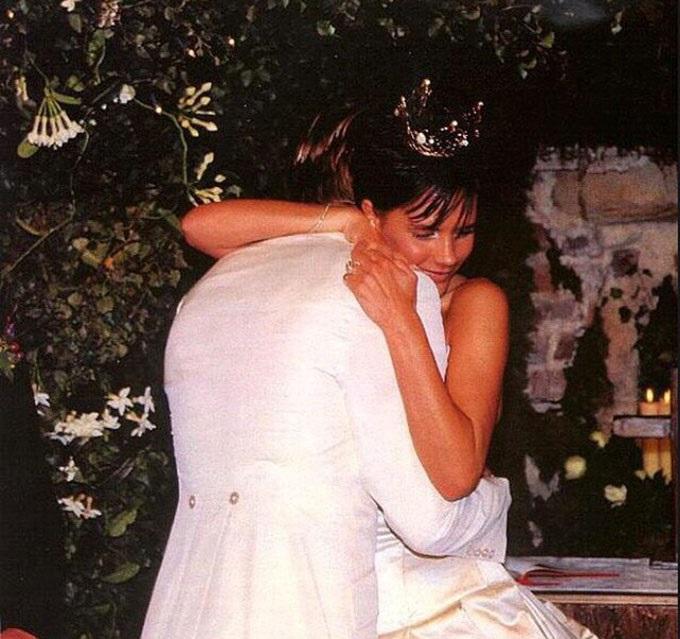 8-znamenitostej-kotorye-odevali-na-svadbu-platya-ot-Vera-Wang91 8 знаменитостей, которые одевали на свадьбу платья от Vera Wang