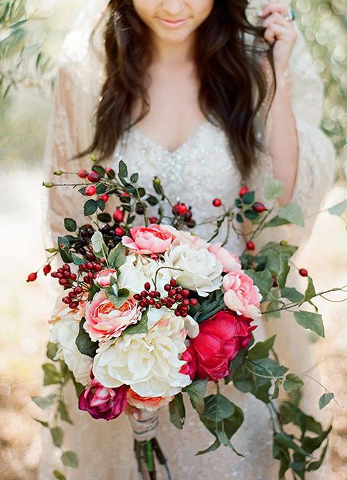 Krasnye-yagody-dlya-ukrasheniya-zimnej-svadby2 Красные ягоды для украшения зимней свадьбы