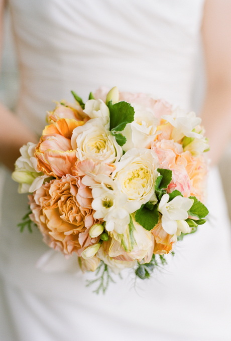 Svadebnye-bukety-v-persikovom-tsvete4 Свадебные букеты в персиковом цвете