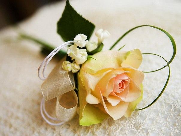 Цветочные бутоньерки для жениха