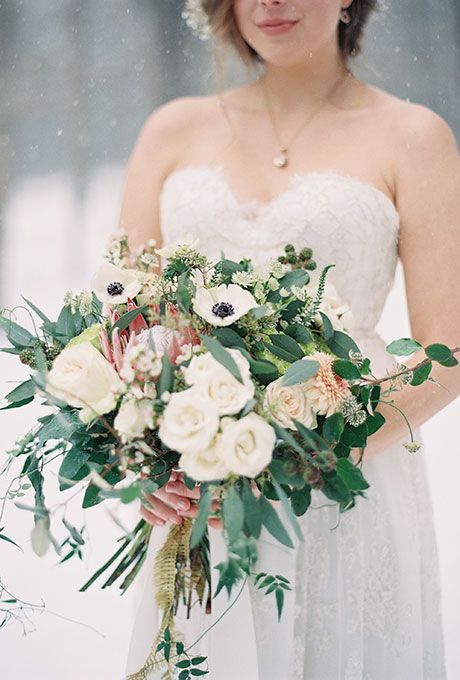 Zimnie-svadebnye-bukety8 Зимние свадебные букеты: выбираем зимний букет