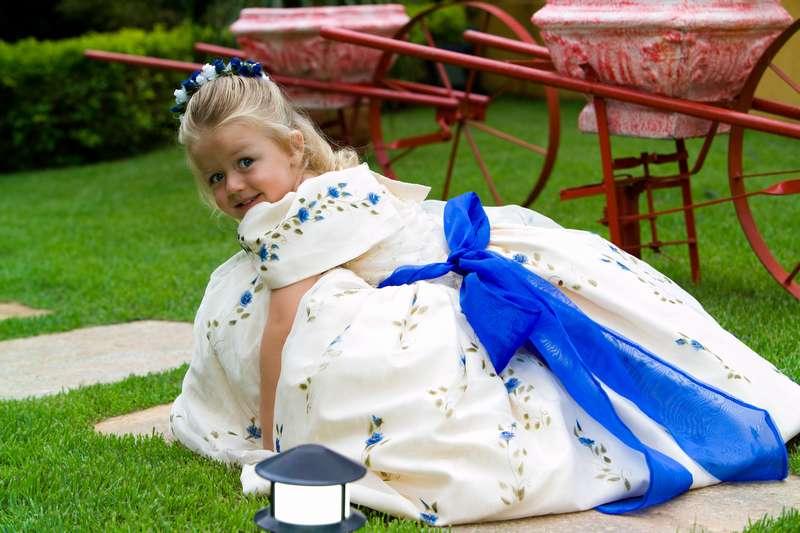 malenkaya-devochka-na-svadbe Подбираем наряд для маленького ребенка на свадьбу