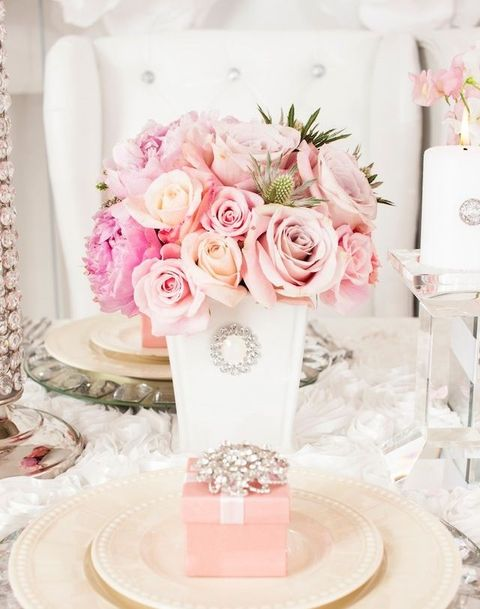 brosh-kak-element-svadebnogo-dekora-1 Броши в декоре свадебного торжества
