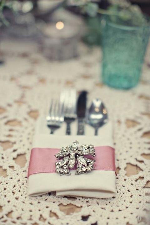 brosh-kak-element-svadebnogo-dekora-5 Броши в декоре свадебного торжества