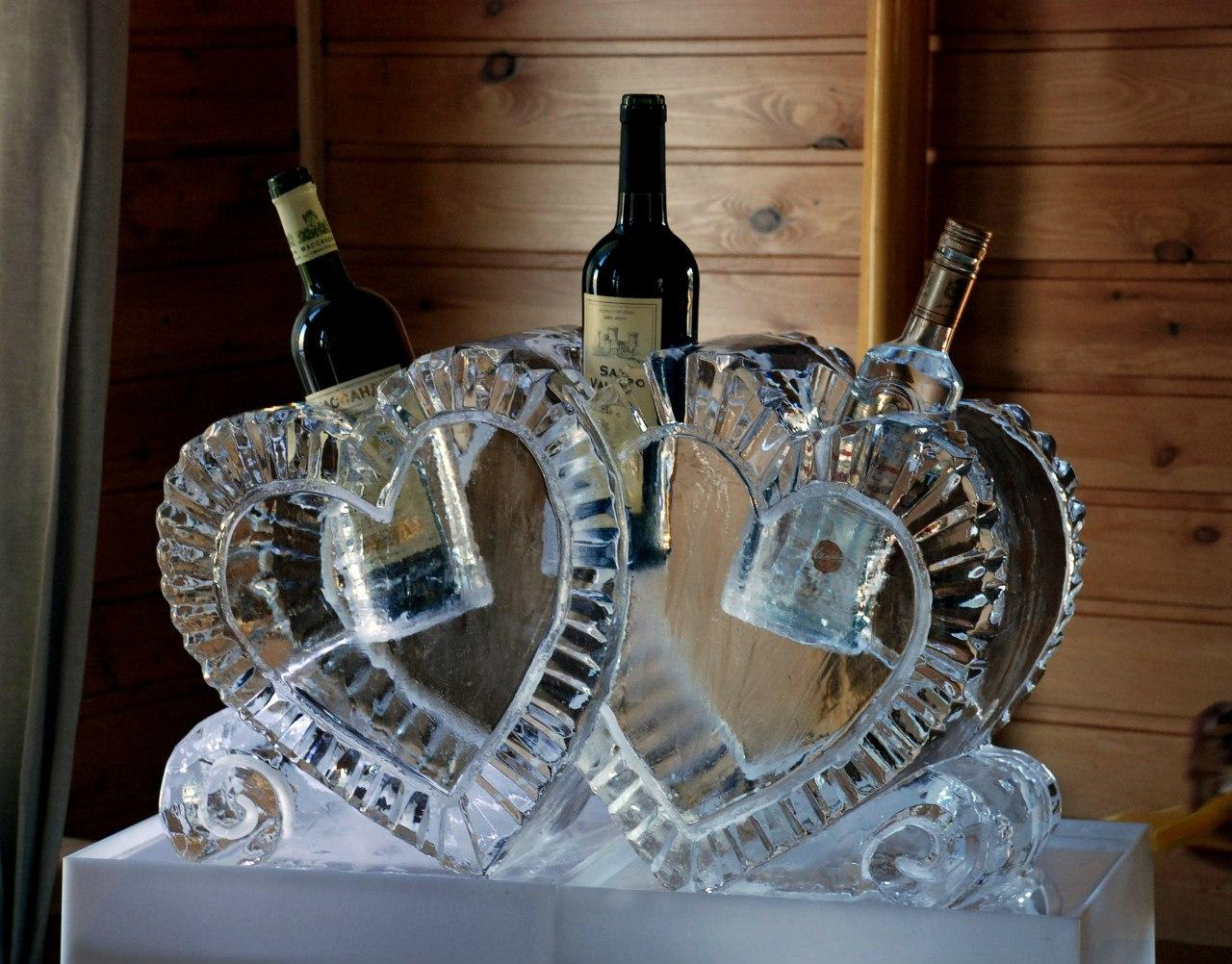 skulptury-izo-lda-podstavka-pod-alkogol Скульптура изо  льда удивительный декор для свадьбы