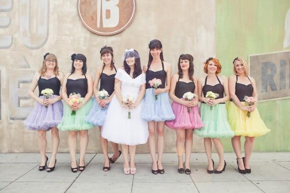 В 2016 году подружки сменят традиционные платья на юбки