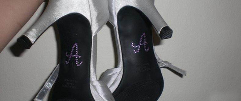 2 Мастер-класс: свадебные туфельки невесты с надписями из страз