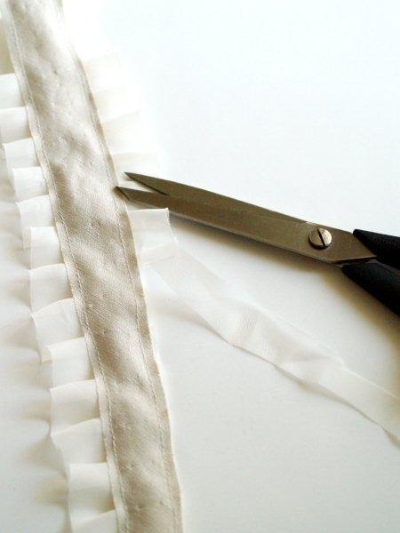 Perevernem-polosku-i-otrezhem-atlas Мастер-класс: миленький ободок в винтажном стиле