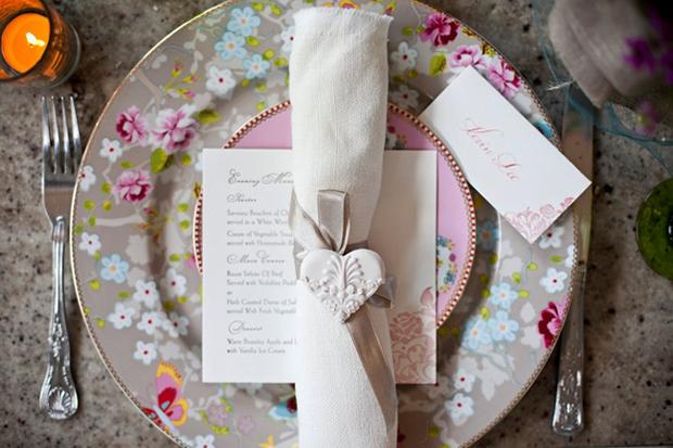 koltsa-dlya-svadebnyh-salfetok Салфетки для сервировки банкетного стола на свадьбе
