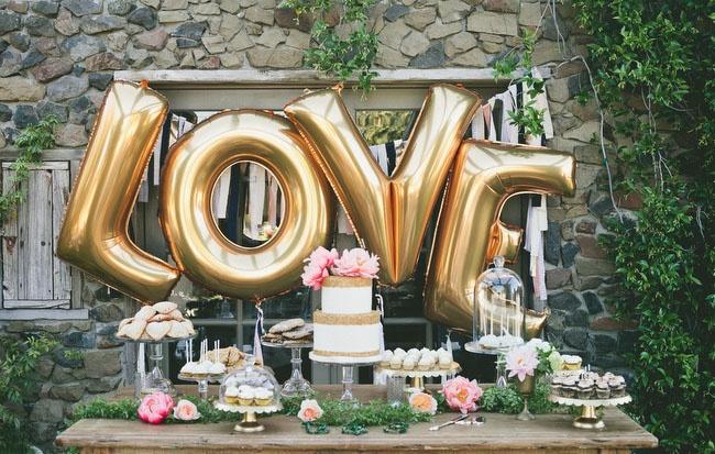 Воздушные шары в виде букв – модный свадебный аксессуар