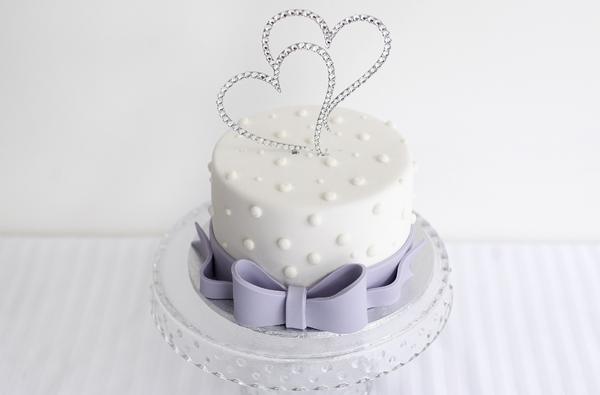 svadebnye-toppery-serdechki Свадебные топперы для торта, на чем остановить свой выбор