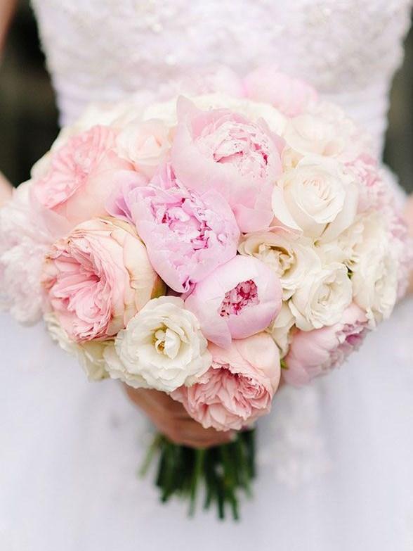 Vesennij-svadebnyj-buket-s-pionami-5 ТОП-24 самых нежных свадебных букета для весенней свадьбы