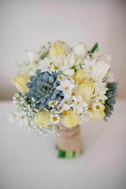 Vesennij-svadebnyj-buket-s-tyulpanami-21 ТОП-24 самых нежных свадебных букета для весенней свадьбы