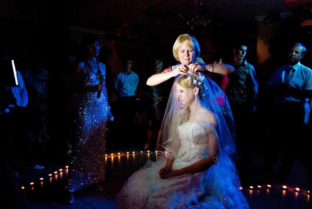 post-4665-0-69438200-1342364919 Свадебные диадемы: как выбрать диадему на свадьбу.