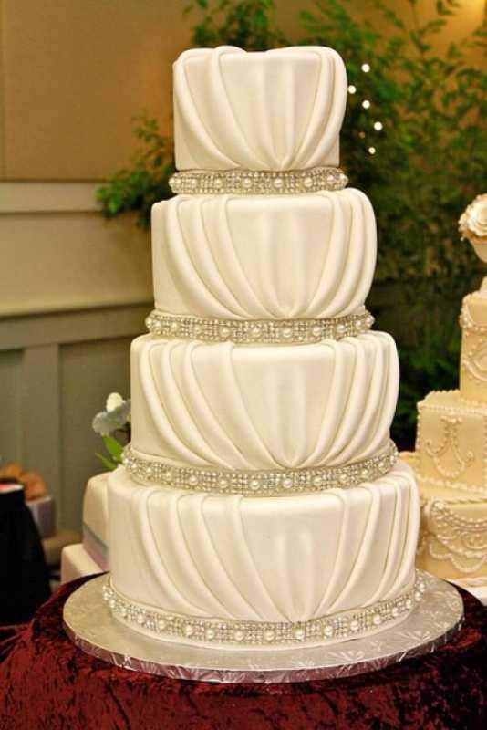 shelkovyj-tort-na-svadbu Свадьба в стиле «шелк» идеальный дизайн для свадьбы в марте