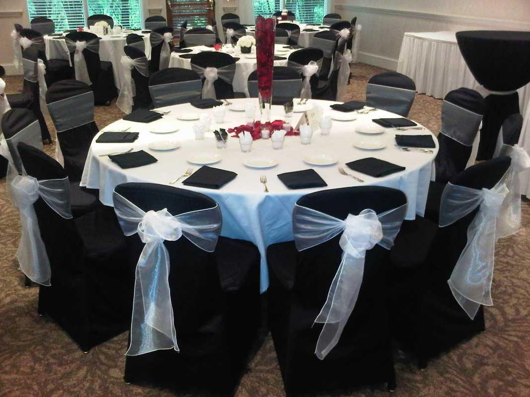 10-cherno-belyj-dekor-dlya-banketnogo-zada Подбираем черно-белый декор для стильной свадьбы