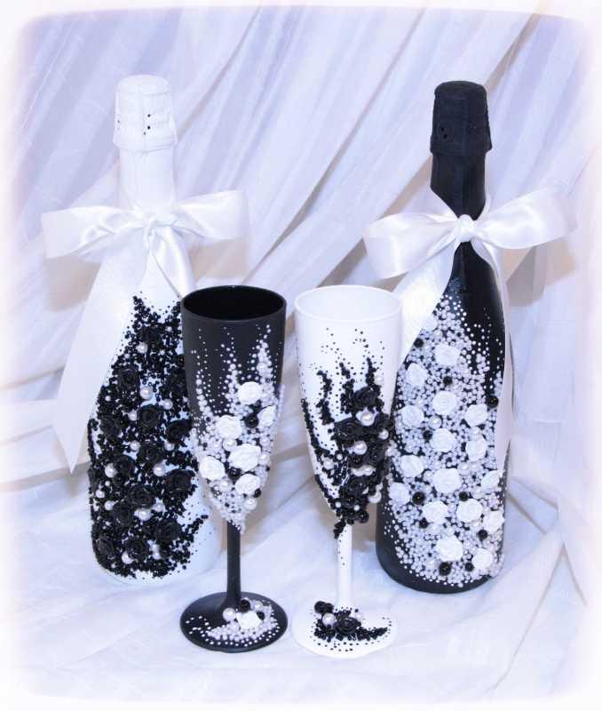 6-svadebnaya-para-bokalov-v-cherno-belom-tsvete Подбираем черно-белый декор для стильной свадьбы