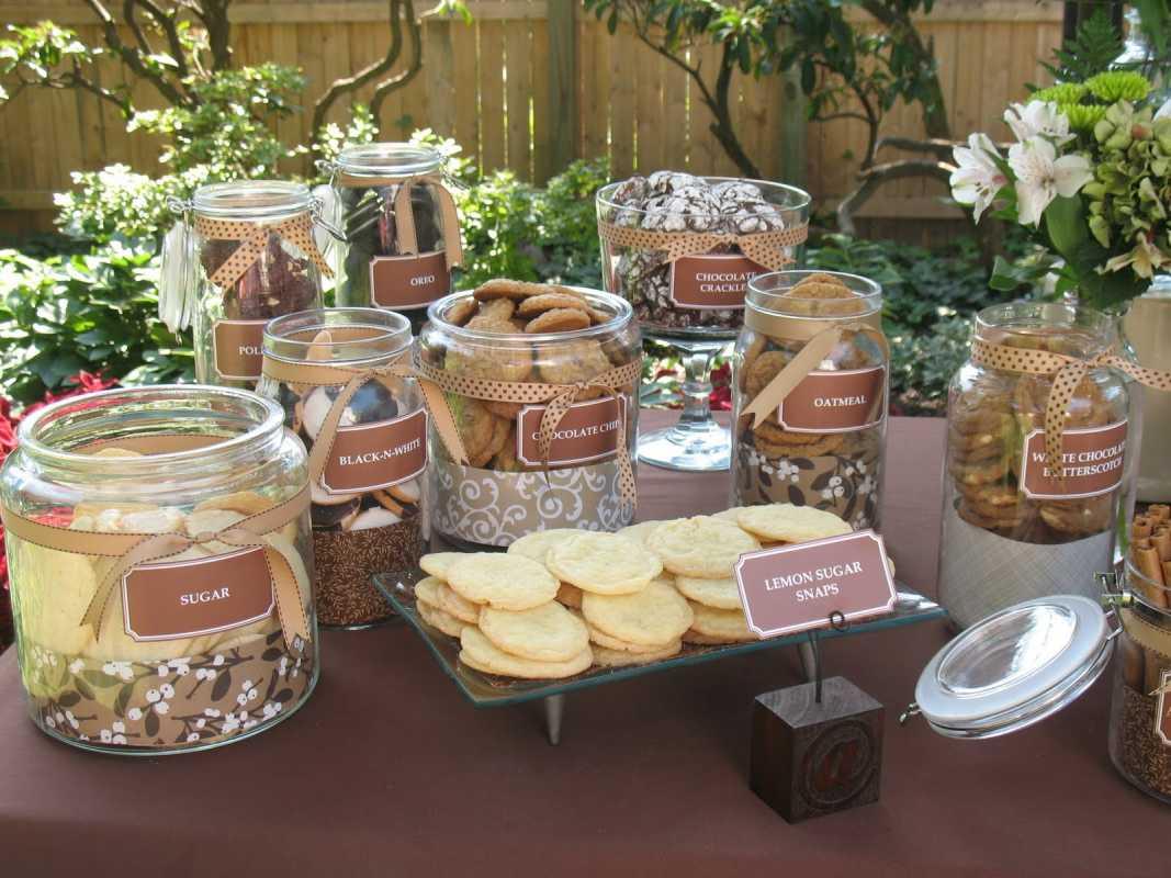 bar-shokolad-i-moloko-na-svadbe ТОП-8 самых удивительных свадебных десертных столов со всего мира