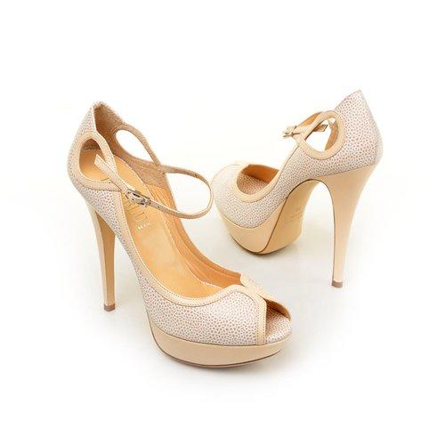 bezhevye-svadebnye-tufli-s-otkrytym-nosom Бежевые туфли для невесты, стоит ли покупать?